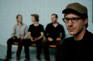 Nathan Birnbaum (dr) bildet mit seiner Erfahrung und seinem Talent das rhythmische und musikalische Rückgrat des Trios und ist für den technologisch zurückgebliebenen Rest der Band außerdem die Schnittstelle zur Moderne.